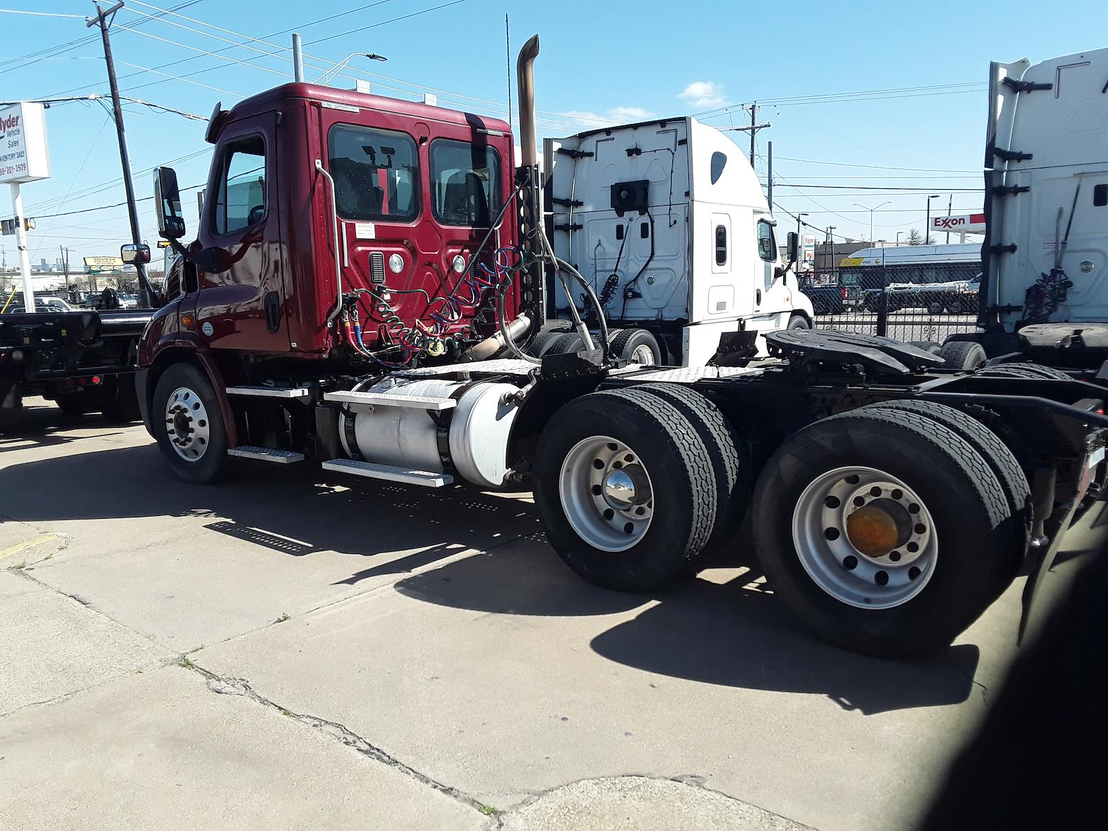 2015 Freightliner Cascadia 6x4, Tractor #637713 - photo 1