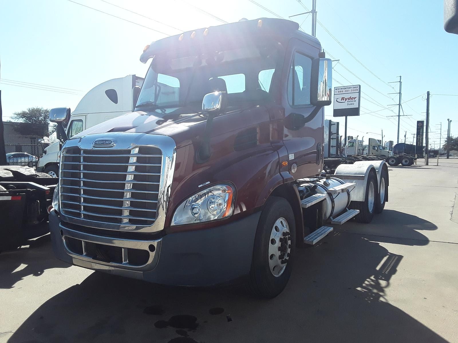 2015 Freightliner Cascadia 6x4, Tractor #637715 - photo 1