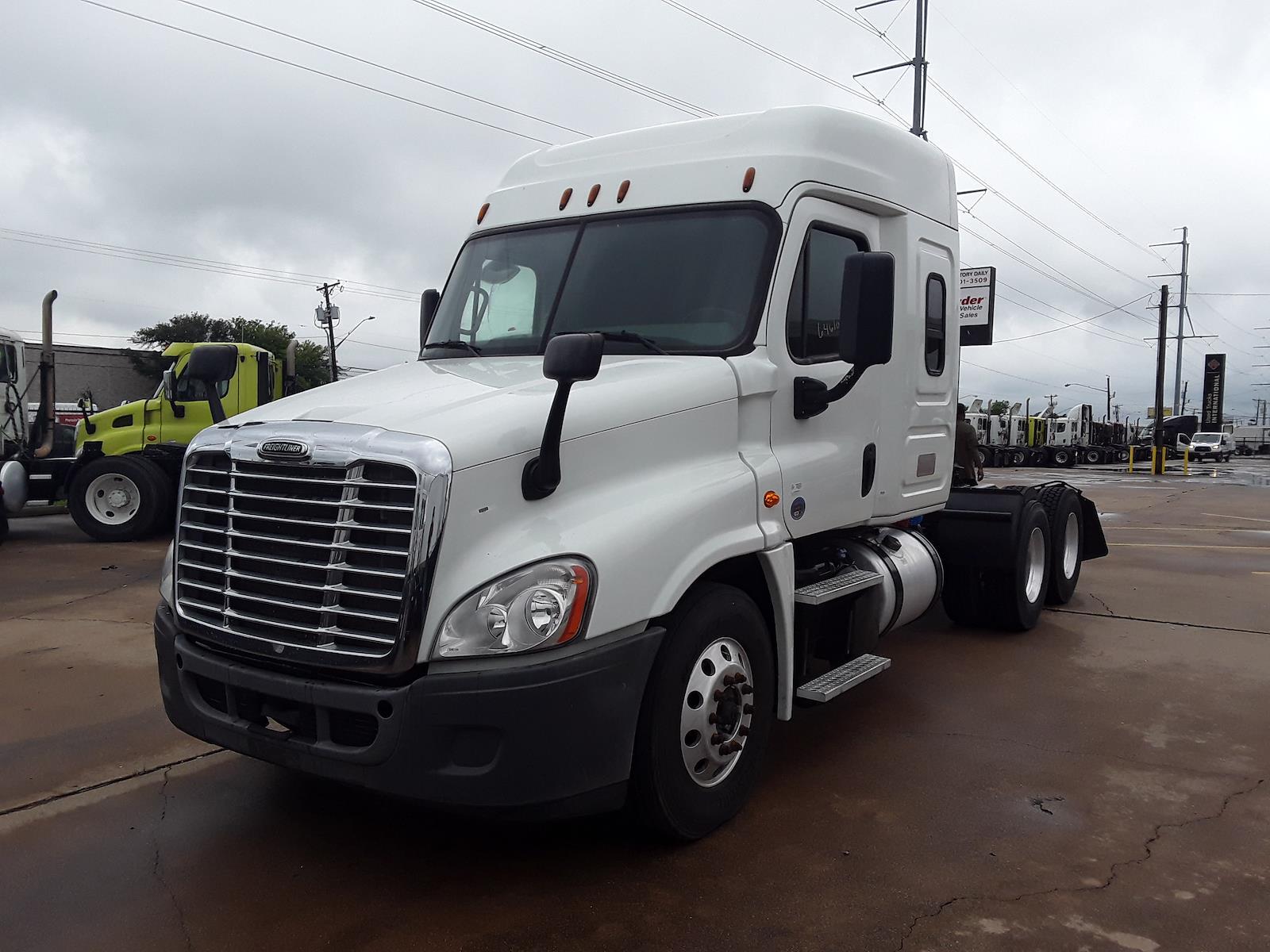 2016 Freightliner Truck, Tractor #646104 - photo 1