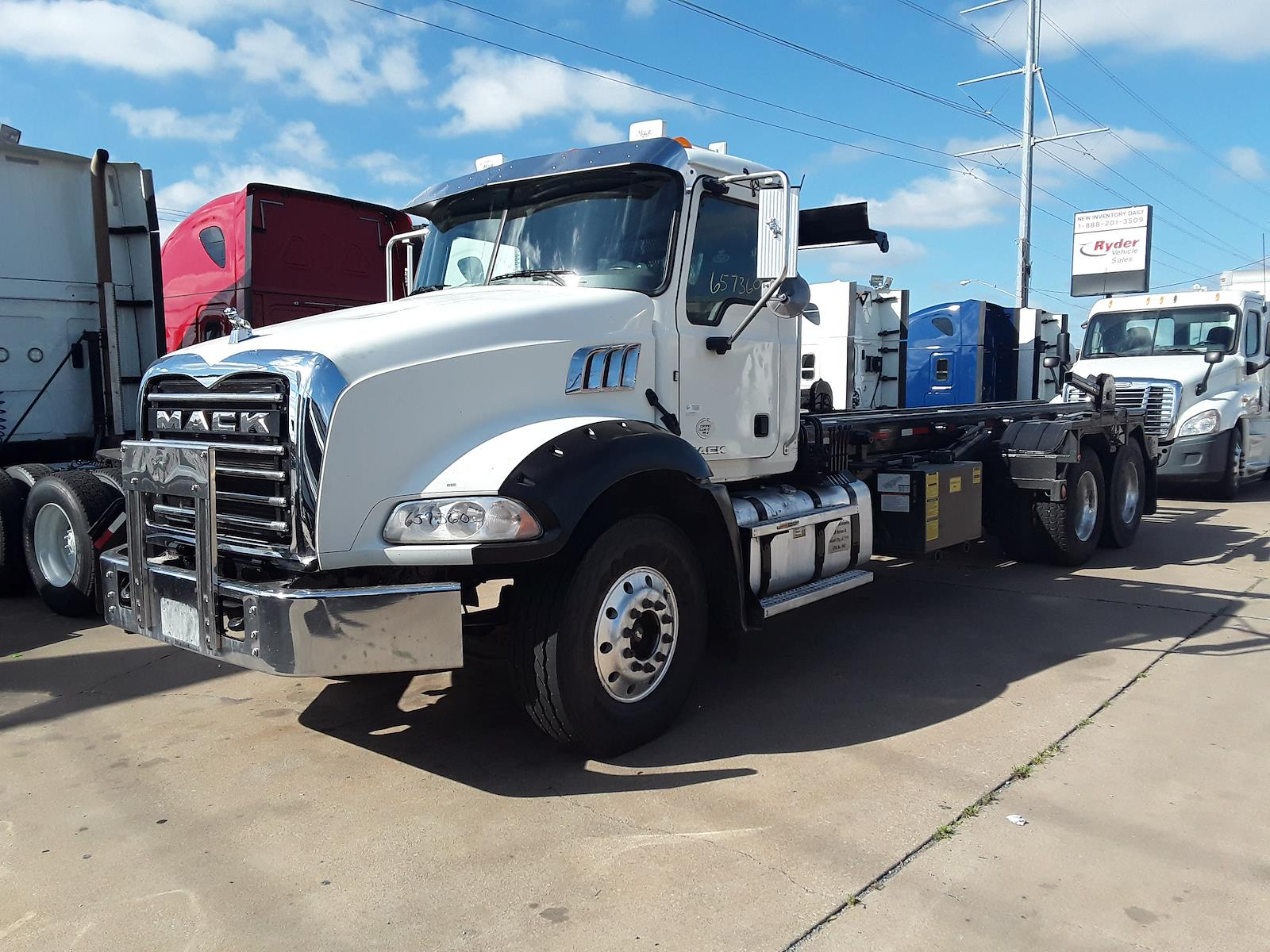 2016 Mack GU813, Cab Chassis #657360 - photo 1