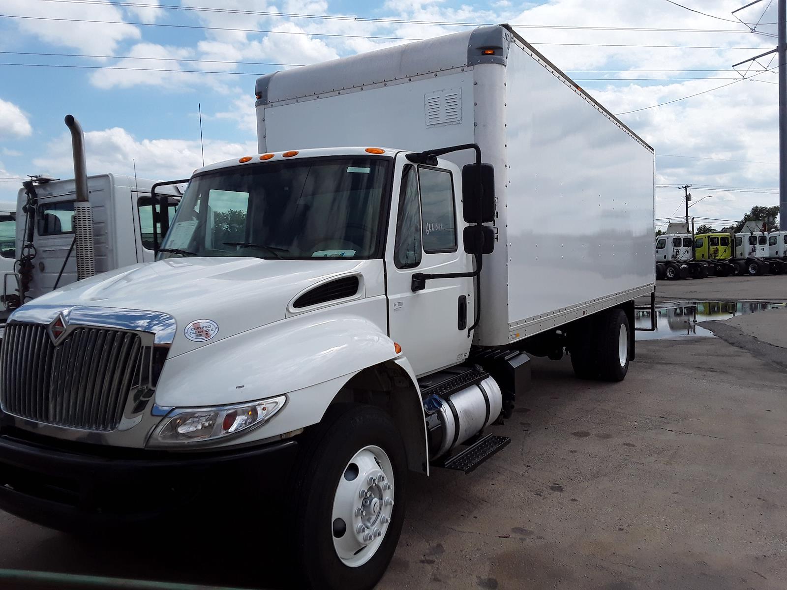 2017 International DuraStar 4300 4x2, Dry Freight #666388 - photo 1