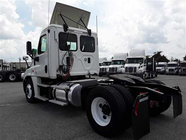 2016 Freightliner Truck 4x2, Tractor #359389 - photo 1