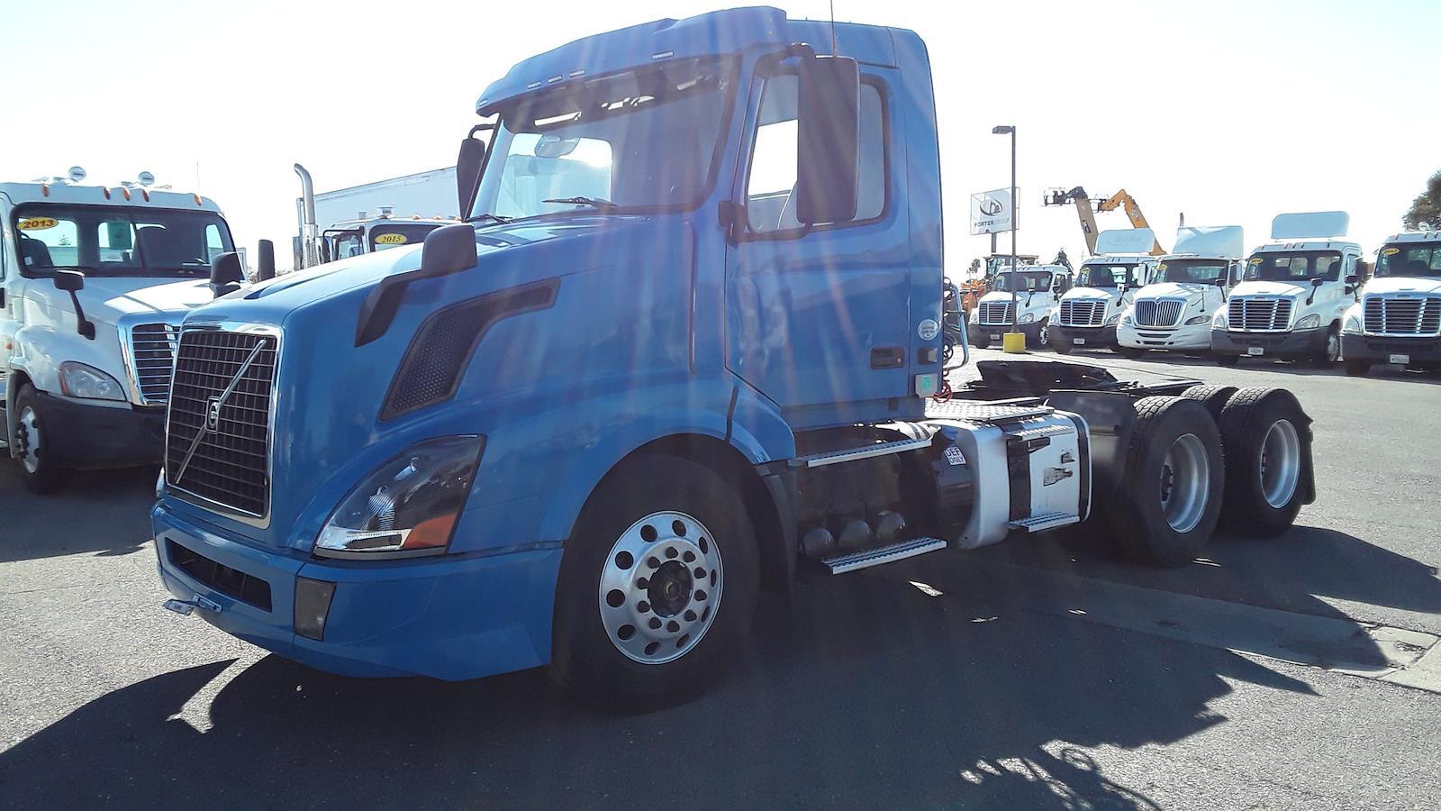 2016 Volvo VNL 6x4, Tractor #353728 - photo 1