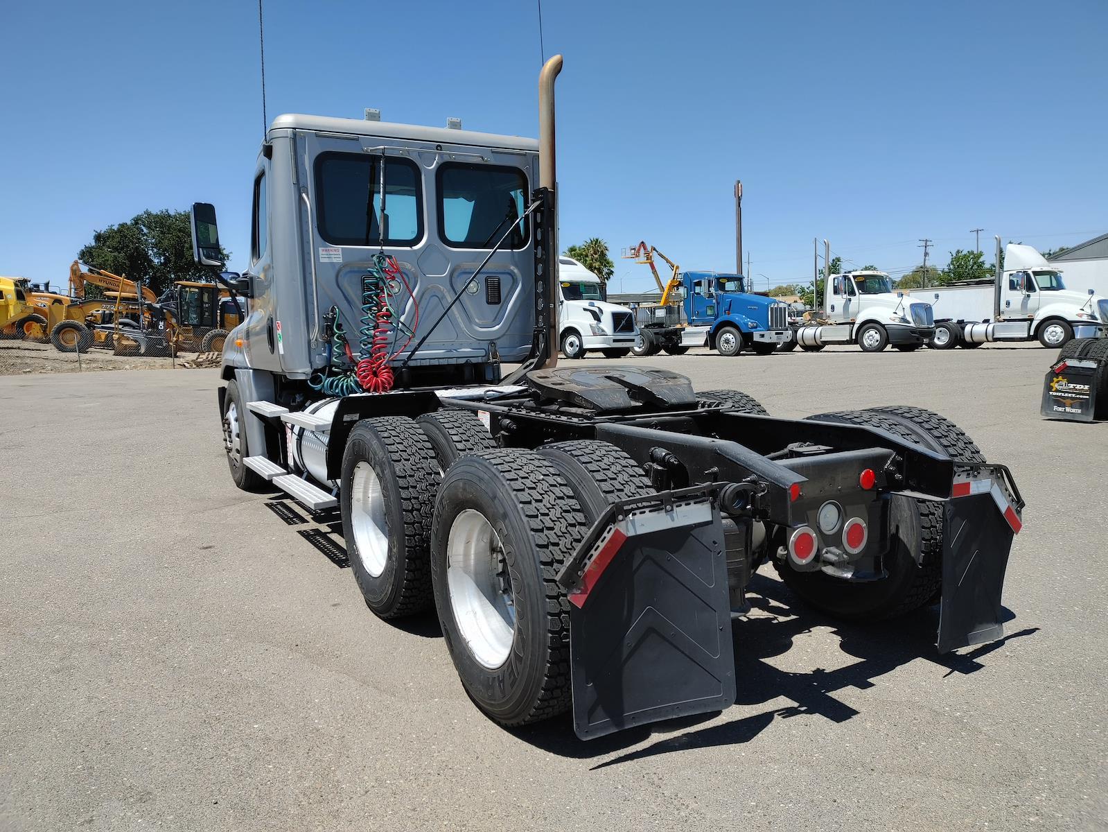 2014 Freightliner Truck 6x4, Tractor #532918 - photo 1