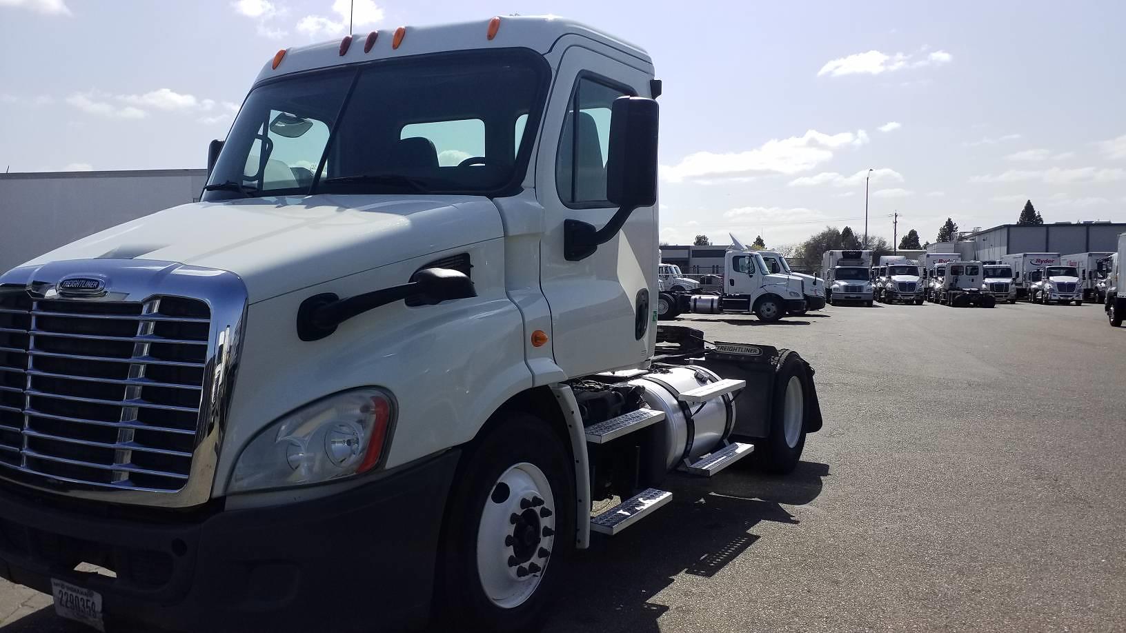 2014 Freightliner Truck, Tractor #587168 - photo 1