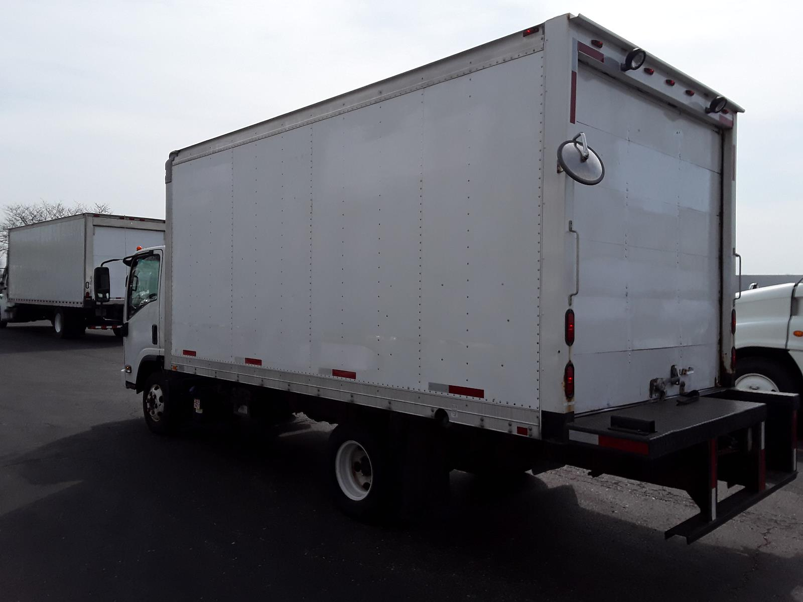 2011 Isuzu NPR 4x2, Dry Freight #381710 - photo 1