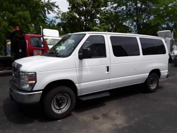 2013 Ford E-150 4x2, Passenger Wagon #530985 - photo 1