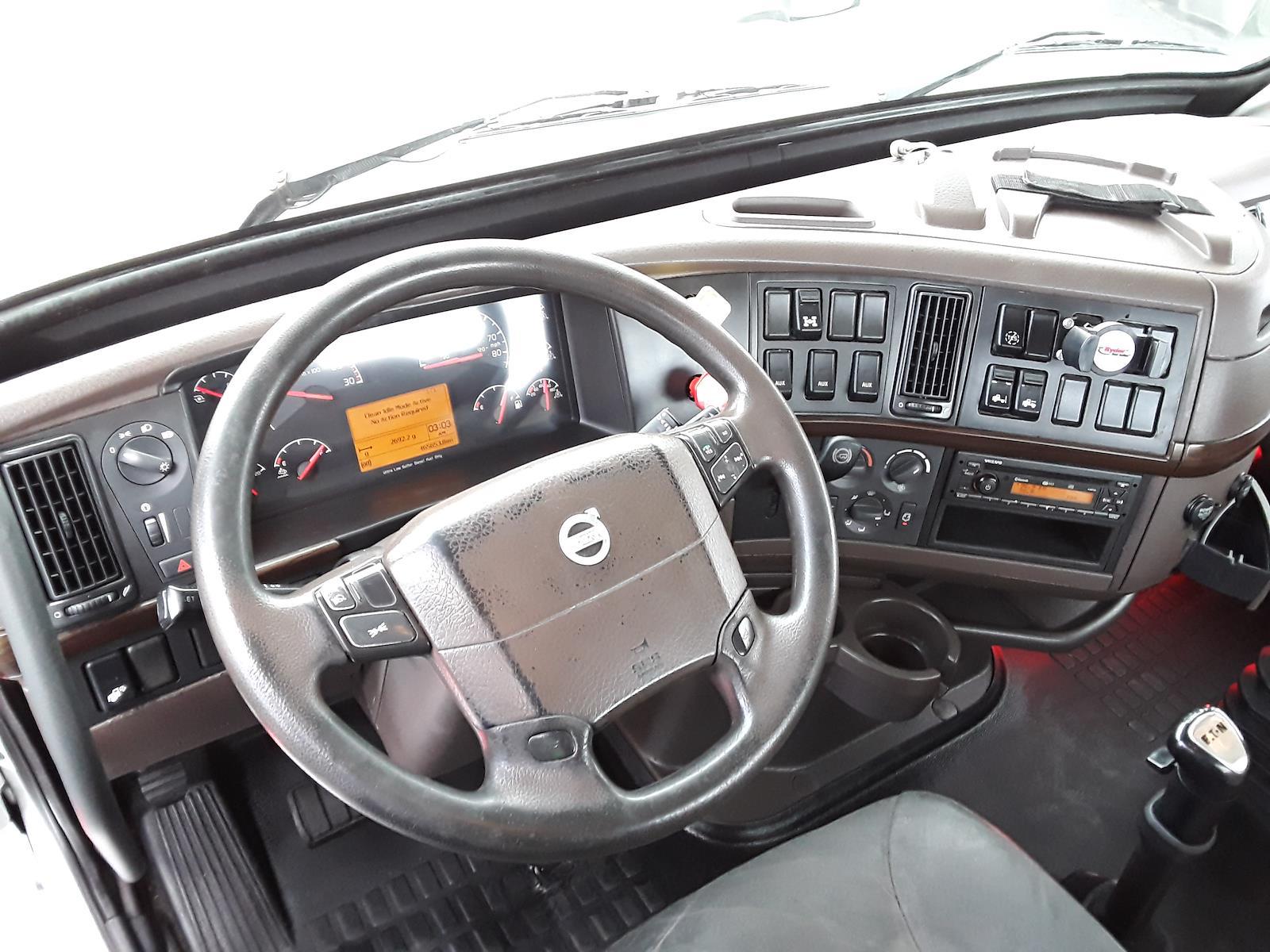 2014 Volvo VNL 6x4, Tractor #539013 - photo 1
