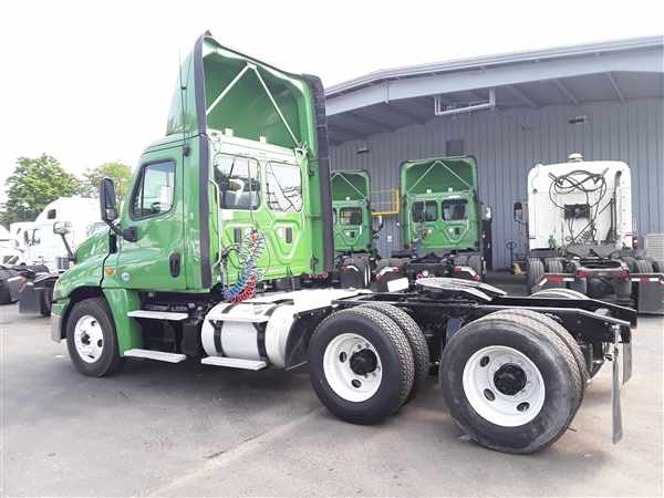2016 Freightliner Truck 6x4, Tractor #645572 - photo 1