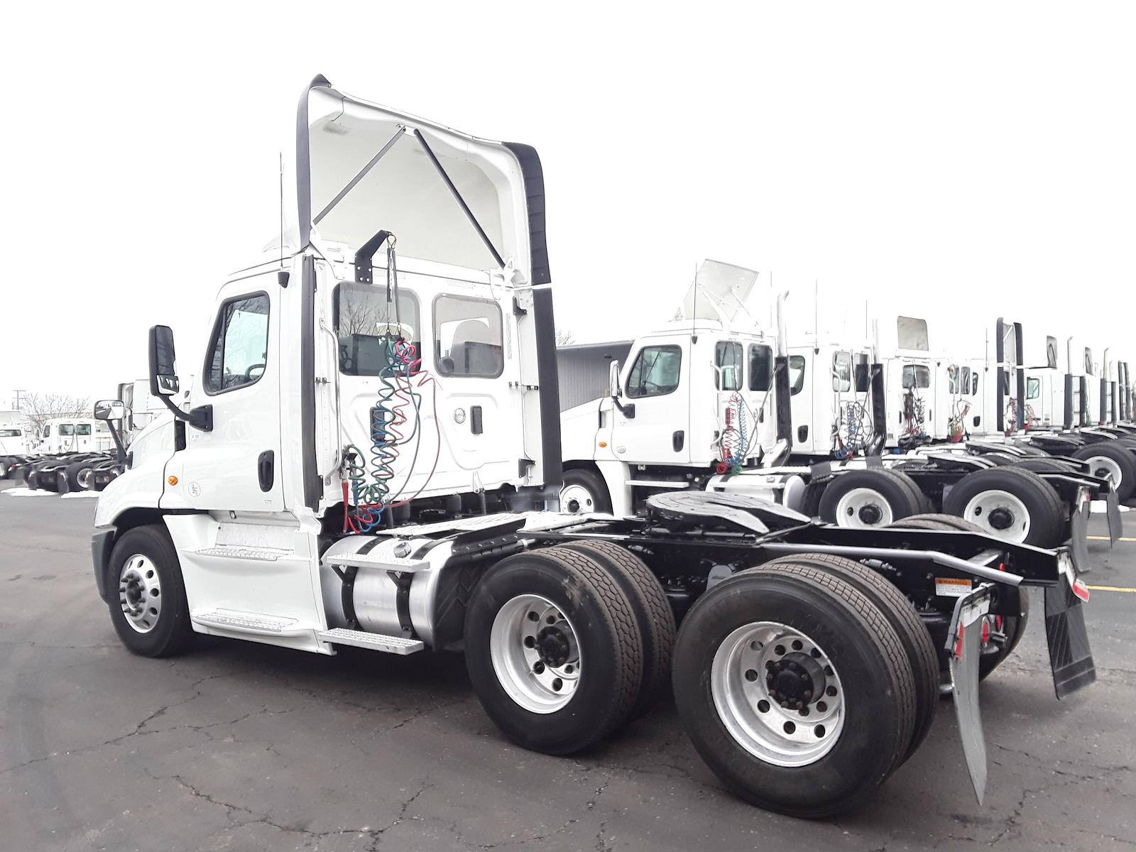 2017 Freightliner Cascadia 6x4, Tractor #676456 - photo 1