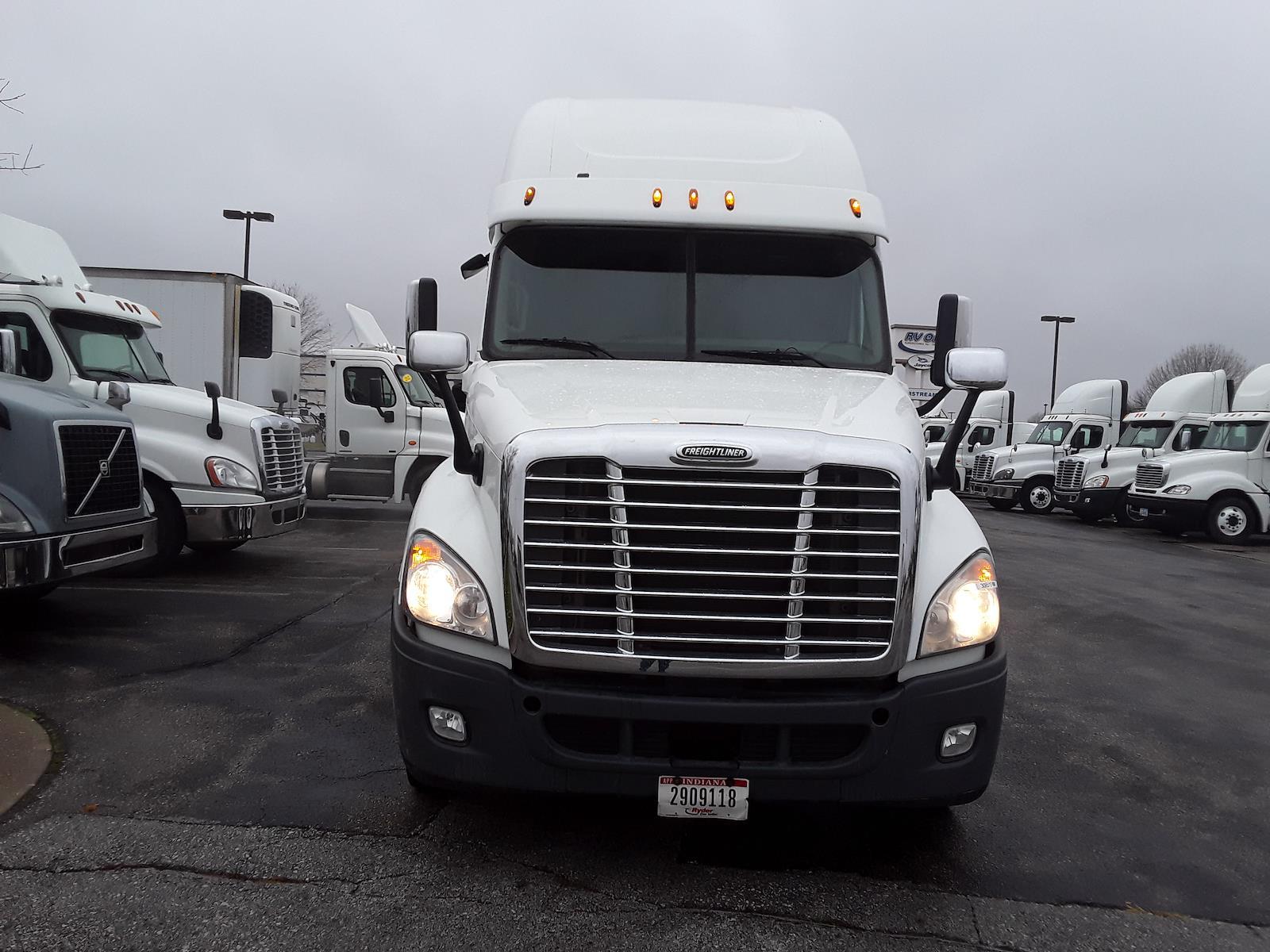 2015 Freightliner Truck 6x4, Tractor #308519 - photo 1