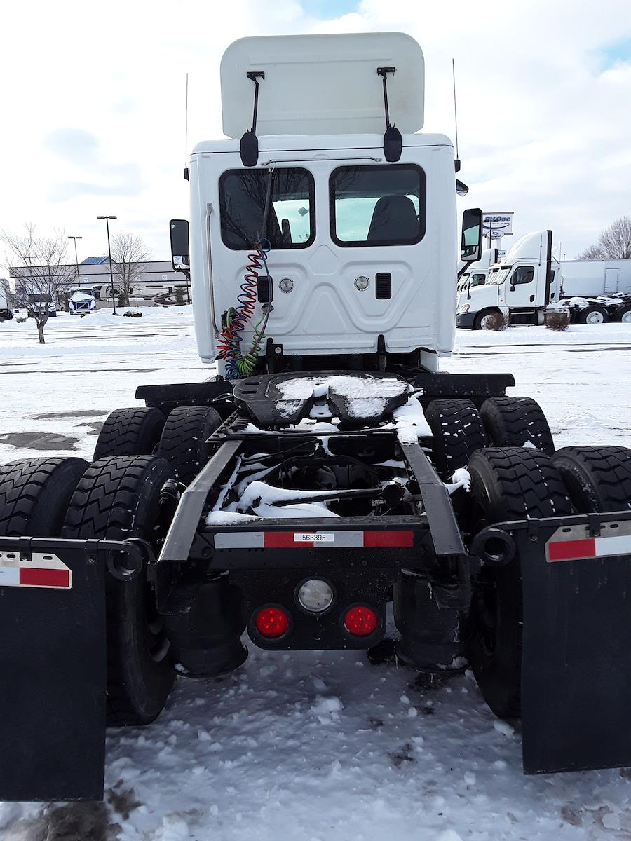 2015 Freightliner Cascadia 6x4, Tractor #563395 - photo 1