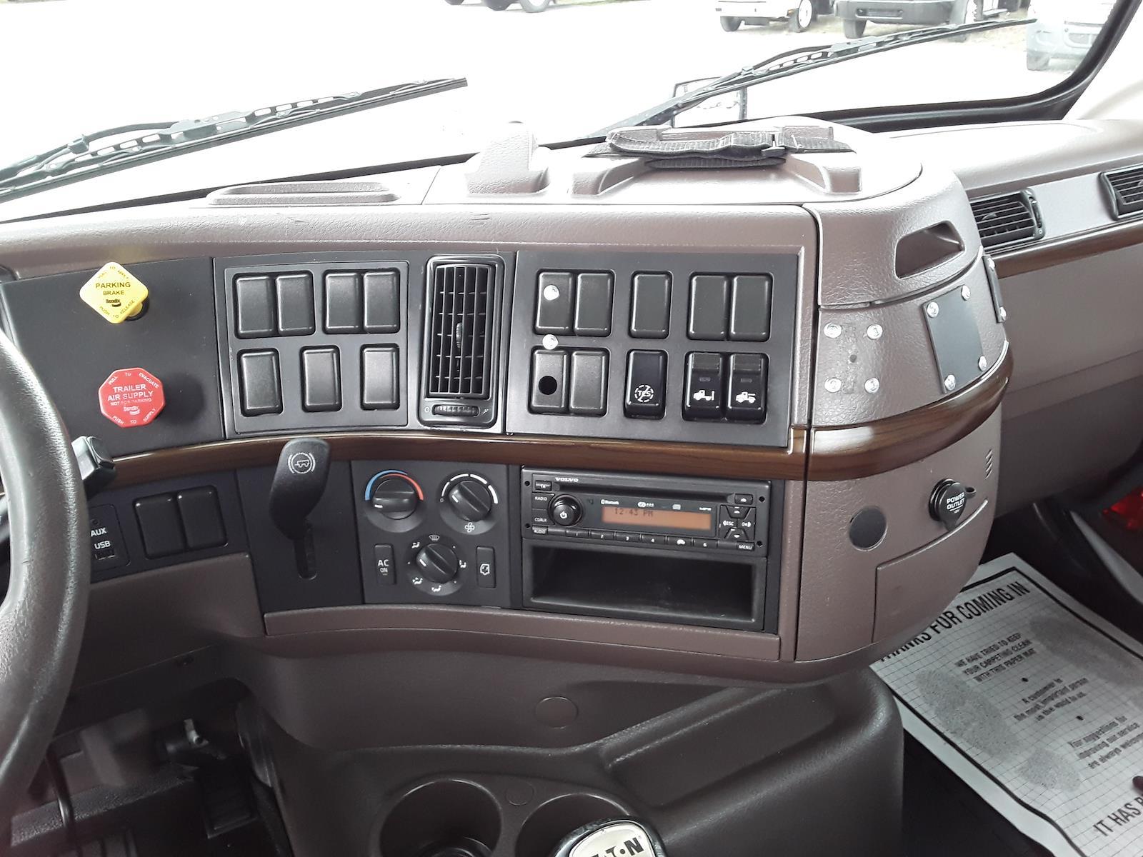 2015 Volvo VNM 4x2, Tractor #332737 - photo 1