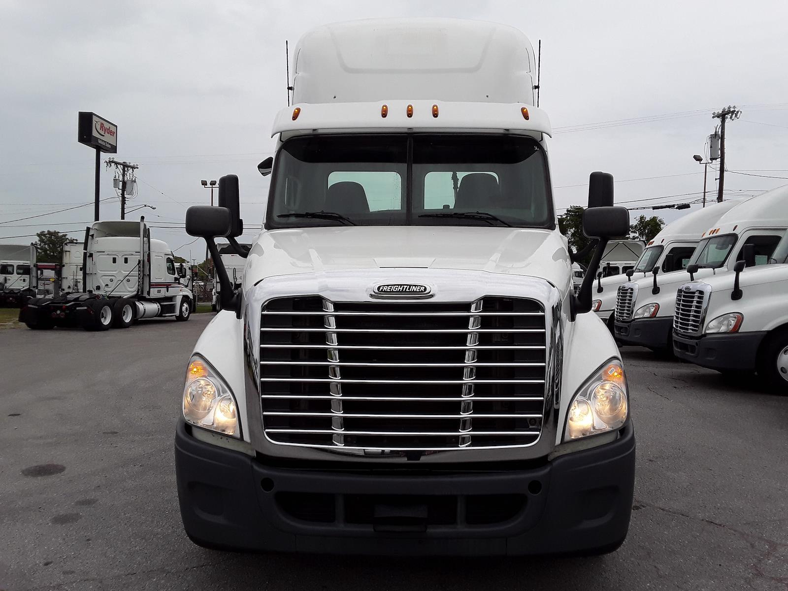 2016 Freightliner Truck 6x4, Tractor #358939 - photo 1