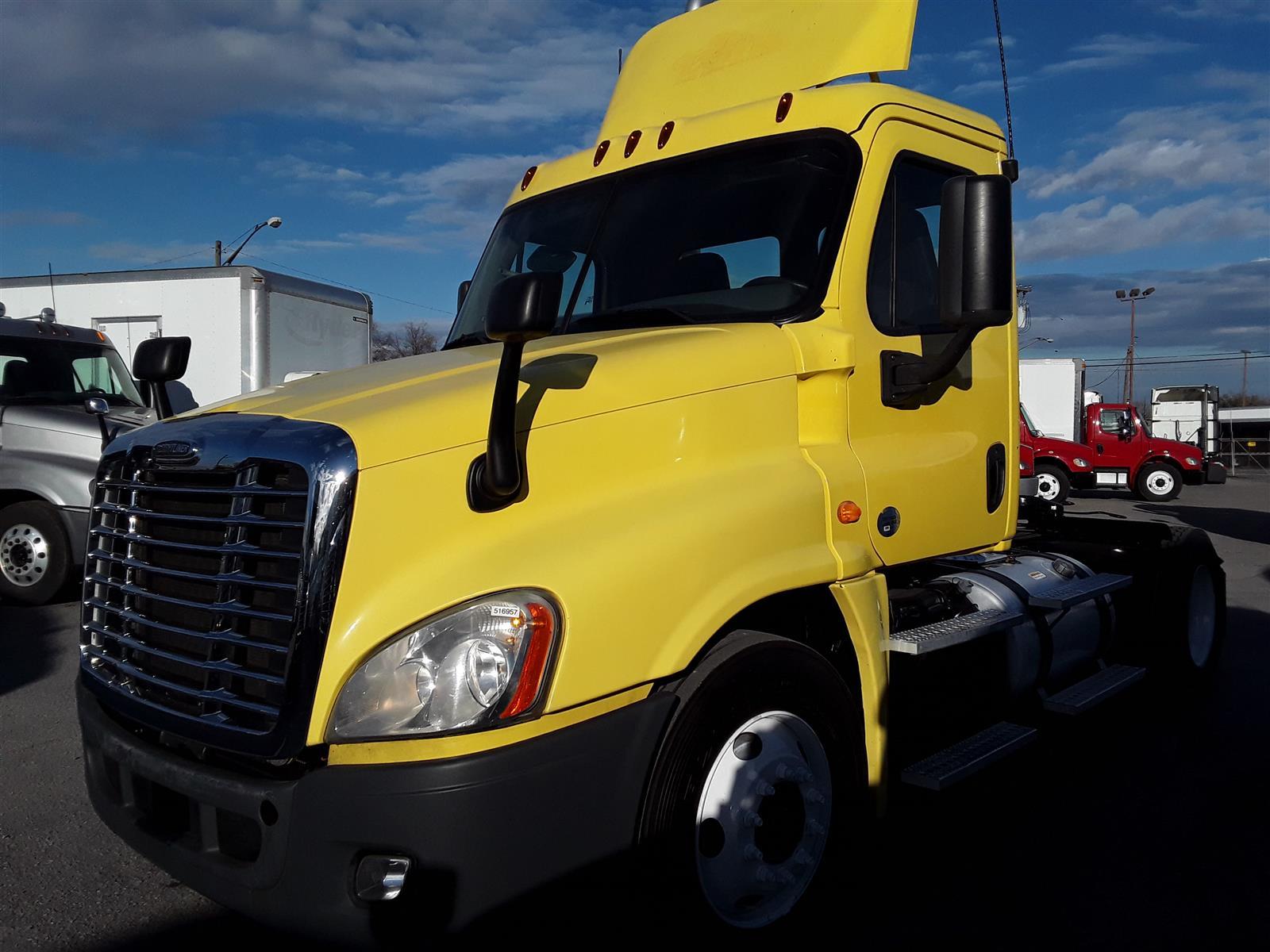 2014 Freightliner Truck 4x2, Tractor #516957 - photo 1