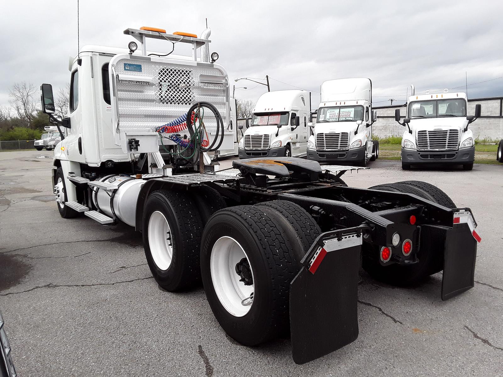 2014 Freightliner Cascadia 6x4, Tractor #552421 - photo 1