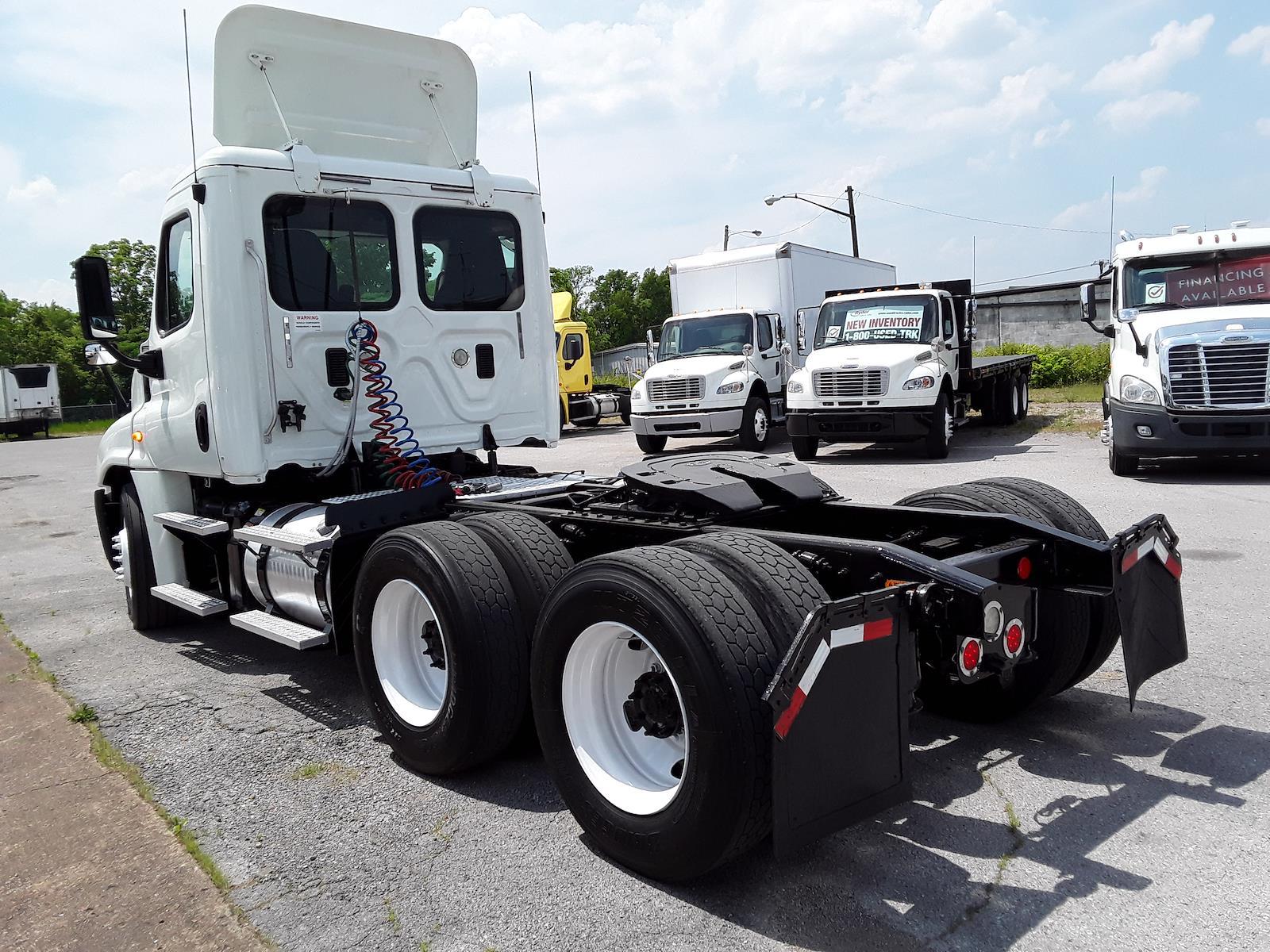 2015 Freightliner Truck 6x4, Tractor #564532 - photo 1
