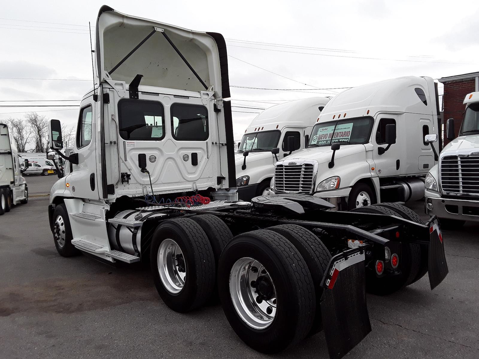 2017 Freightliner Truck 6x4, Tractor #676451 - photo 1