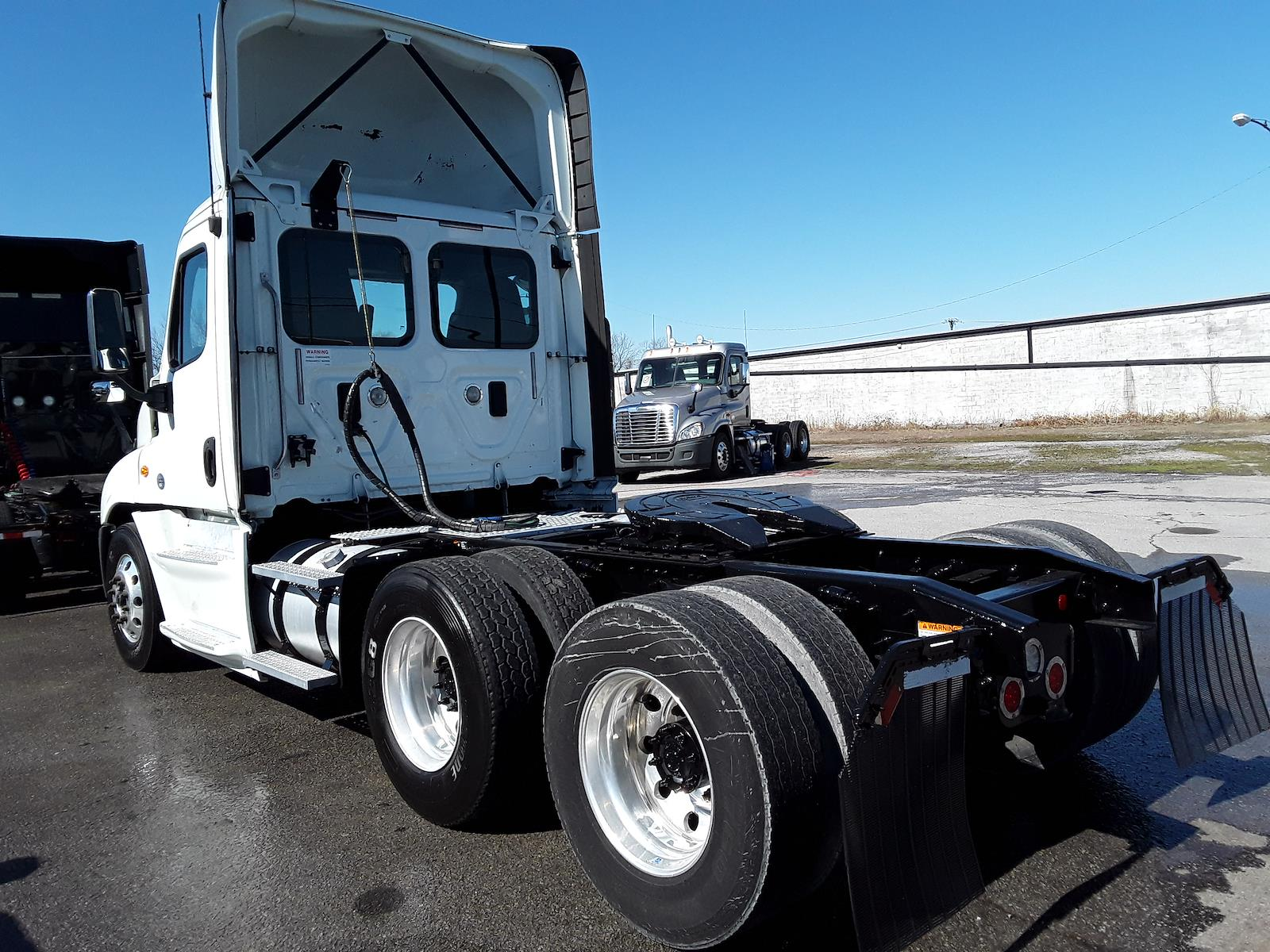 2017 Freightliner Cascadia 6x4, Tractor #676453 - photo 1