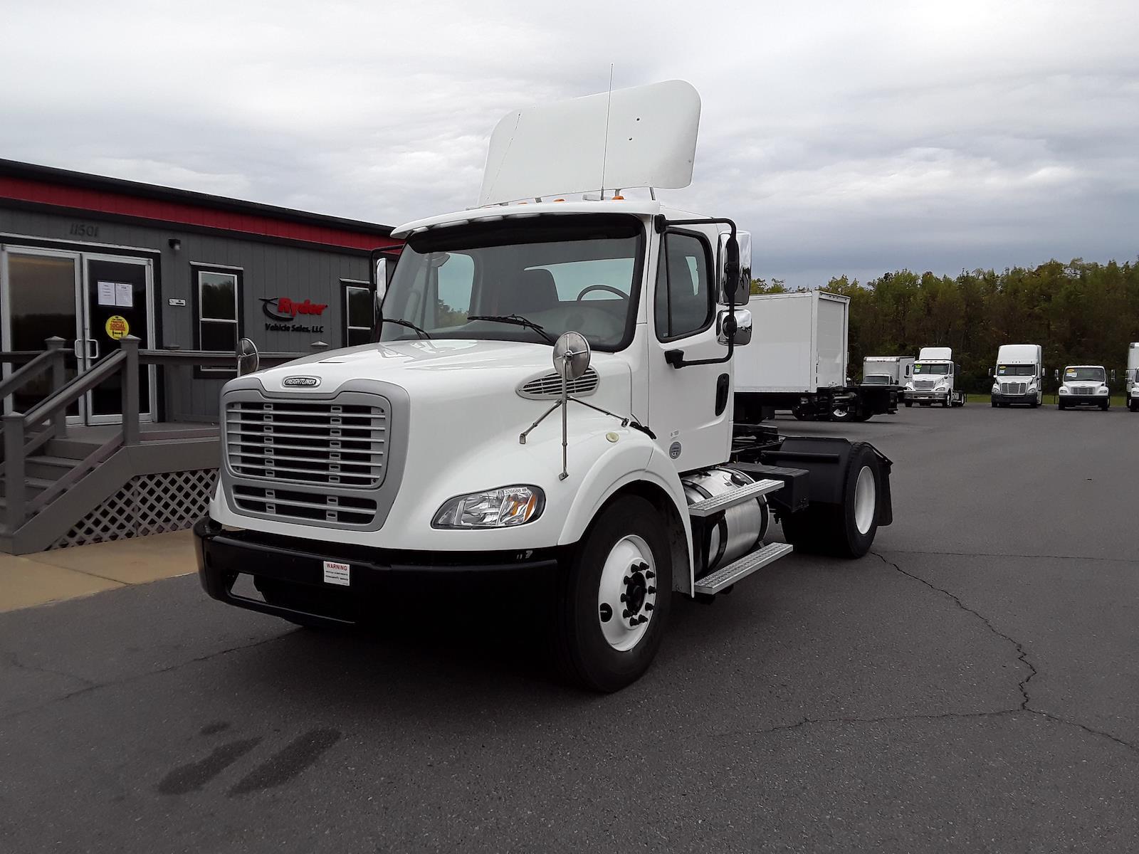2015 Freightliner Truck 4x2, Tractor #328866 - photo 1