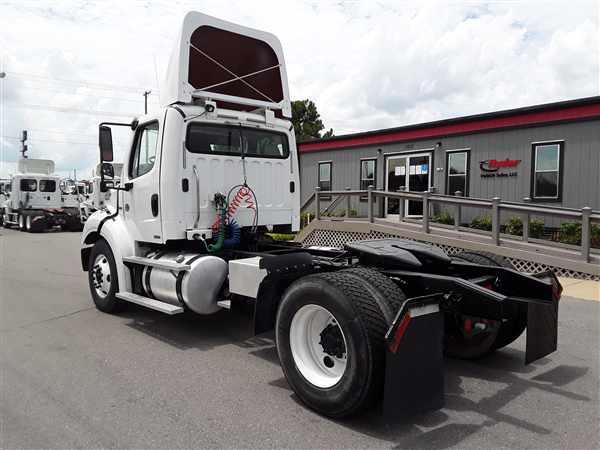 2013 Freightliner Truck 4x2, Tractor #508258 - photo 1