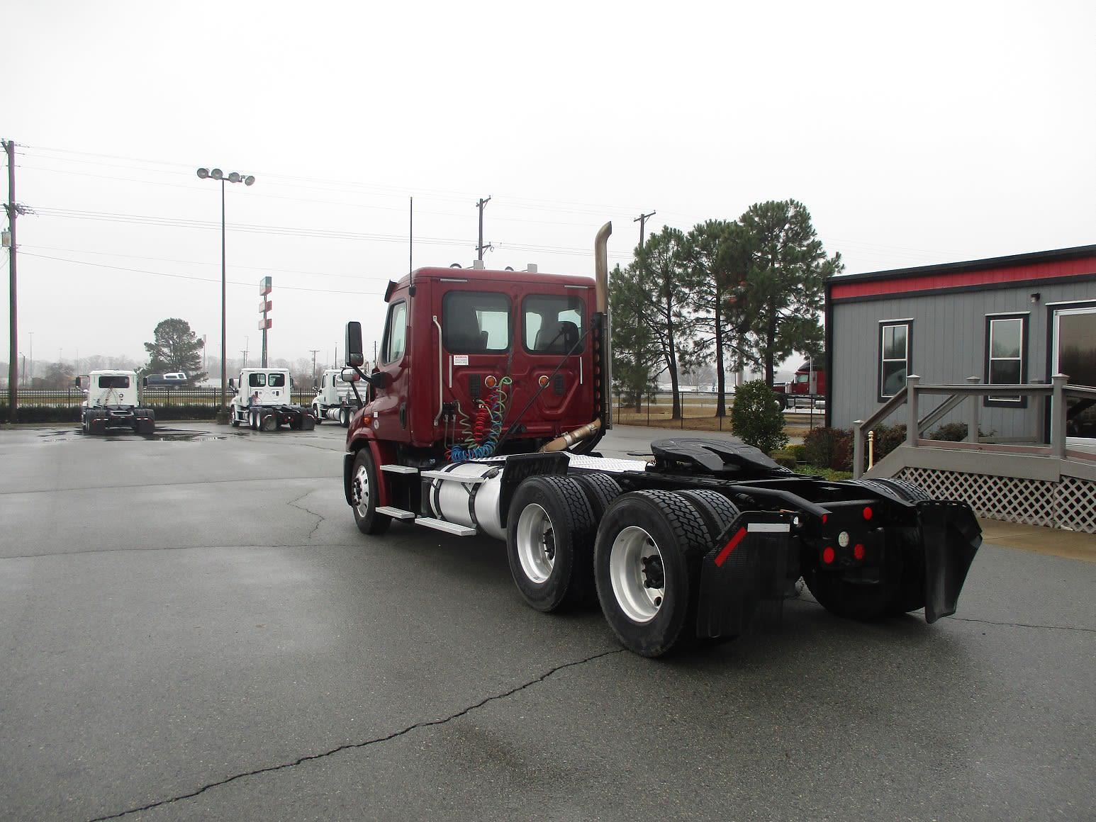 2015 Freightliner Truck 6x4, Tractor #598548 - photo 1