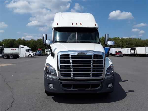 2017 Freightliner Truck 6x4, Tractor #664986 - photo 1