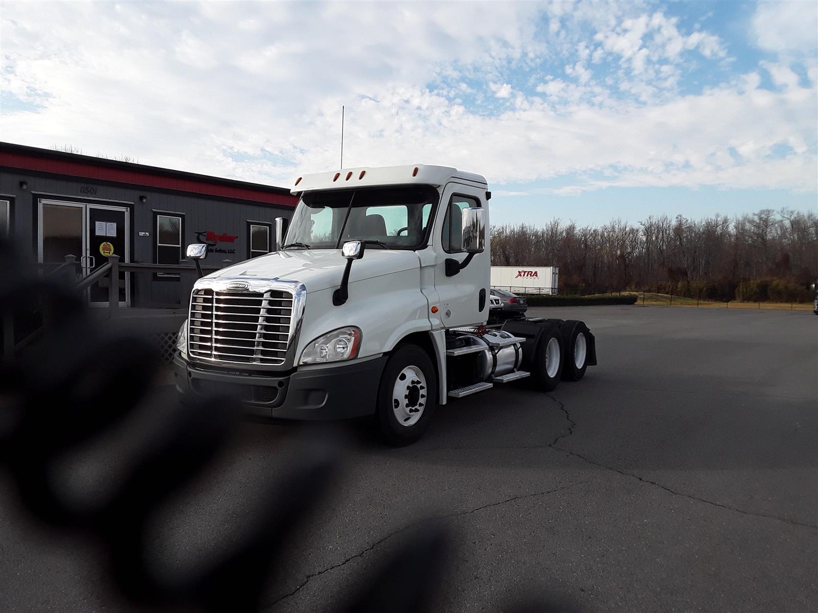 2017 Freightliner Truck 6x4, Tractor #674926 - photo 1