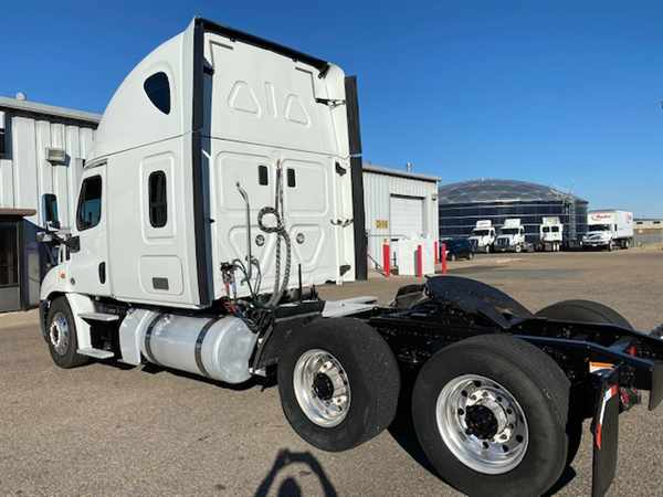 2016 Freightliner Cascadia 6x4, Tractor #653003 - photo 1