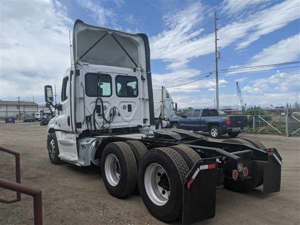 2017 Freightliner Truck 6x4, Tractor #662675 - photo 1