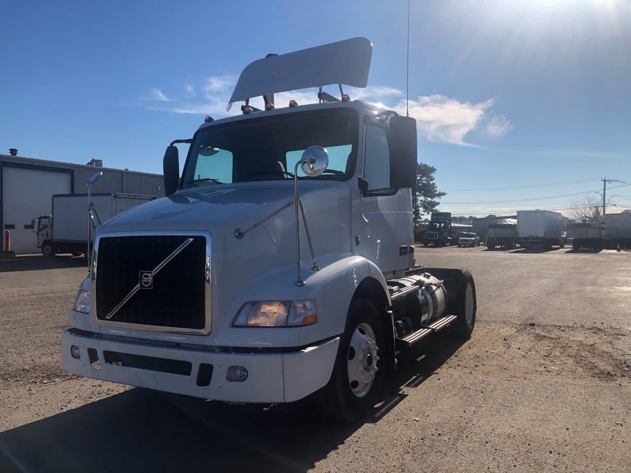 2014 Volvo VNM 4x2, Tractor #512726 - photo 1