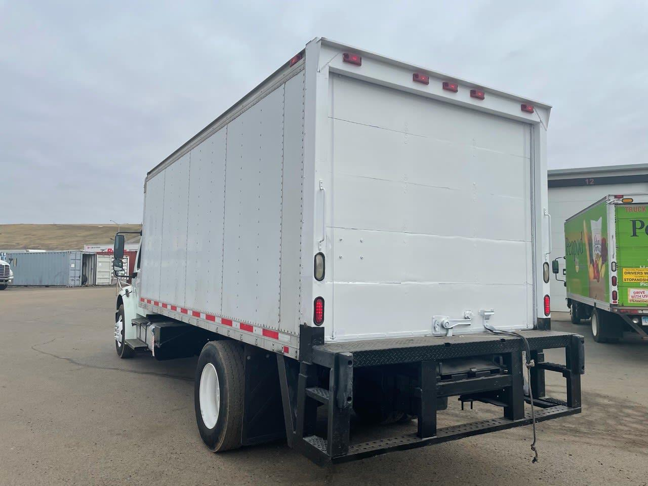 2014 Freightliner M2 106 4x2, Dry Freight #525592 - photo 1