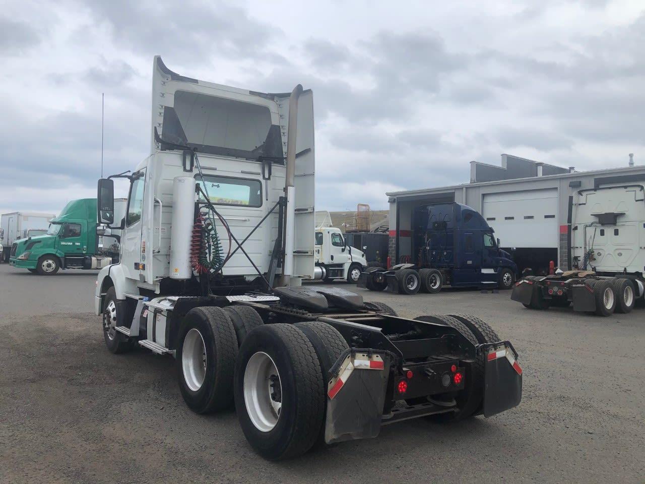 2015 Volvo VNM 6x4, Tractor #575542 - photo 1