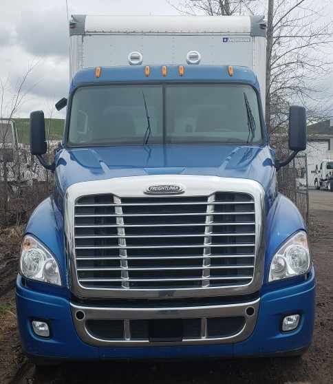 2010 Freightliner Cascadia 6x4, Dry Freight #623754 - photo 1