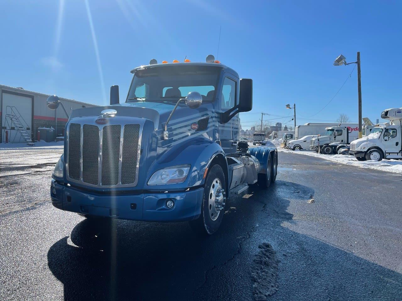 2017 Peterbilt 579 6x4, Tractor #667482 - photo 1