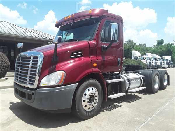 2014 Freightliner Truck 6x4, Tractor #315848 - photo 1