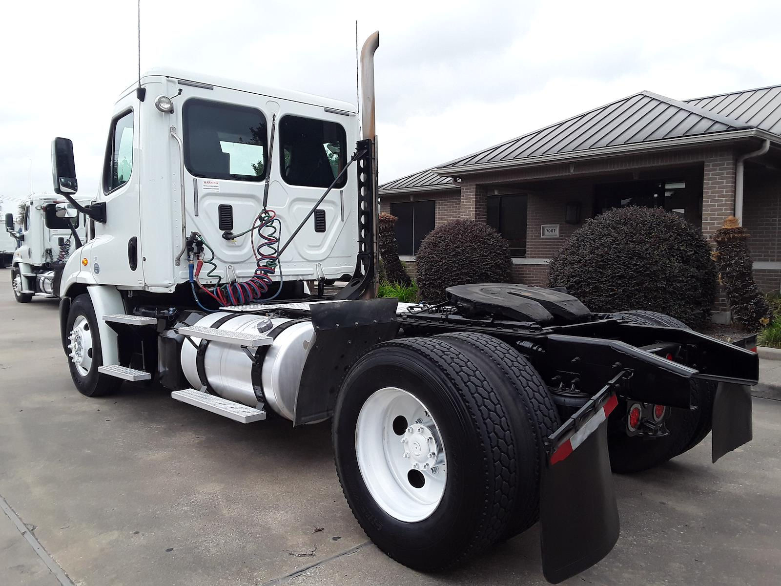 2014 Freightliner Cascadia 4x2, Tractor #324025 - photo 1