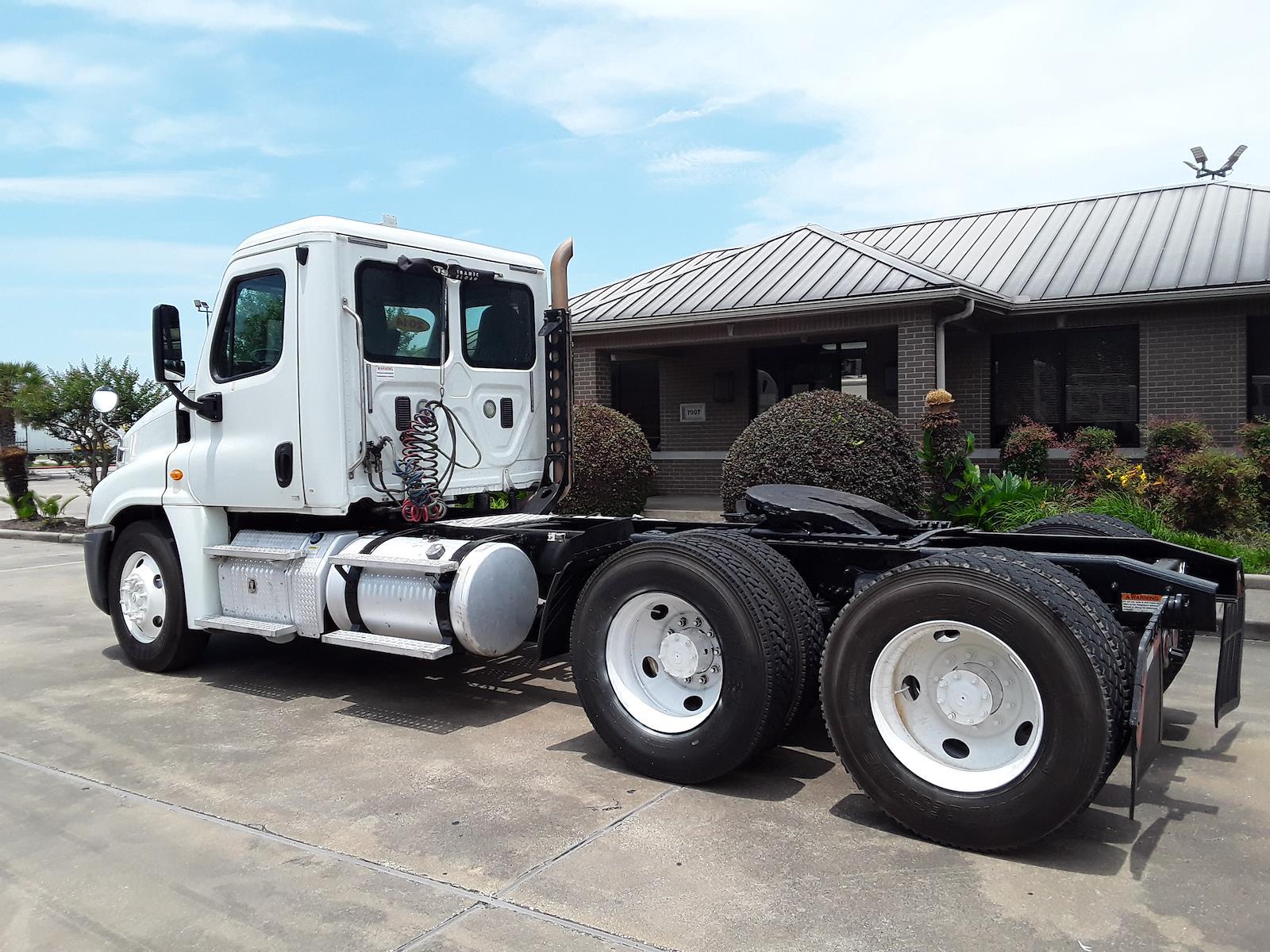 2014 Freightliner Truck 6x4, Tractor #520629 - photo 1