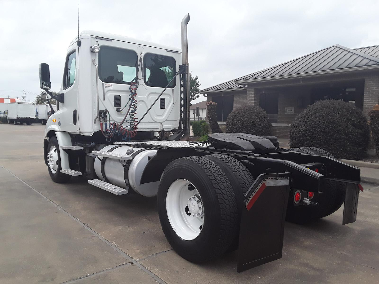 2014 Freightliner Cascadia 4x2, Tractor #324023 - photo 1