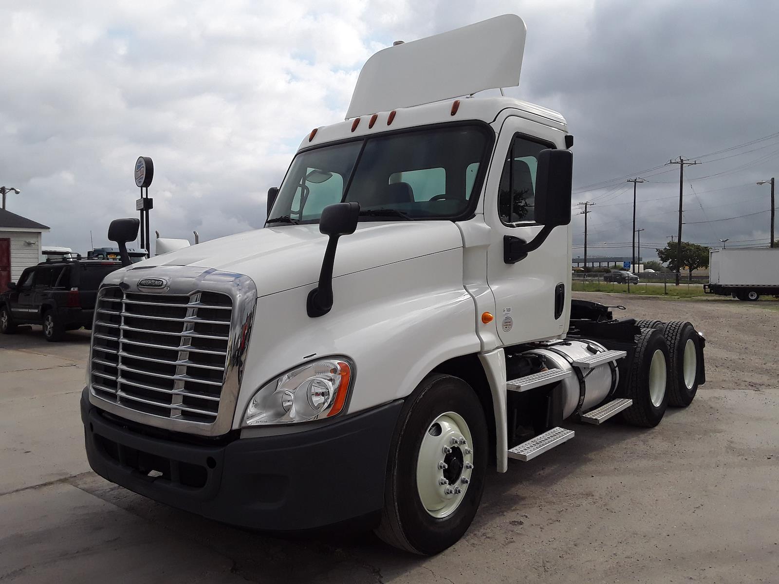 2014 Freightliner Truck 6x4, Tractor #547330 - photo 1