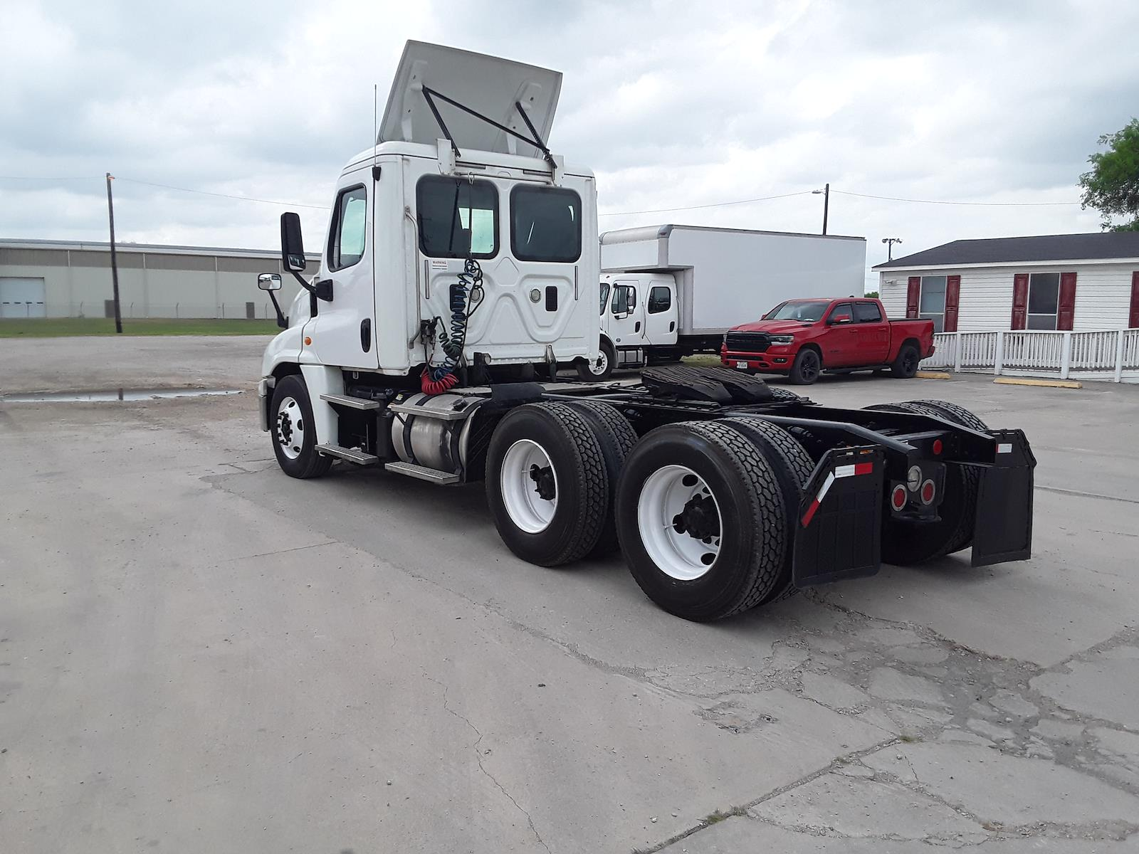 2015 Freightliner Cascadia 6x4, Tractor #640669 - photo 1