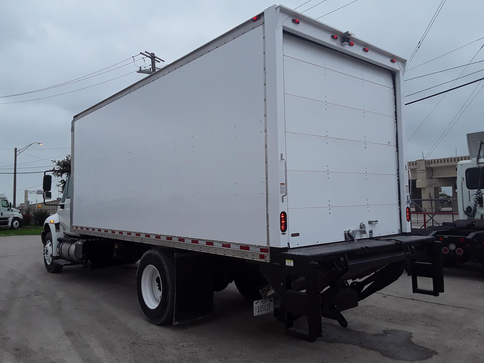 2017 International DuraStar 4300 4x2, Dry Freight #675093 - photo 1