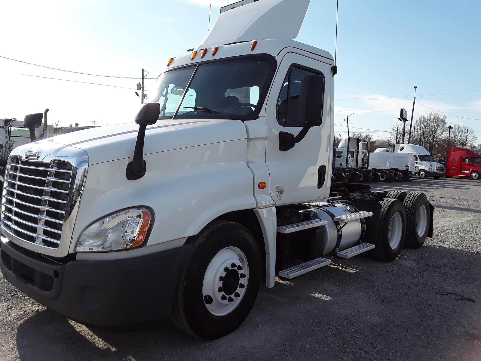 2015 Freightliner Cascadia 6x4, Tractor #312770 - photo 1