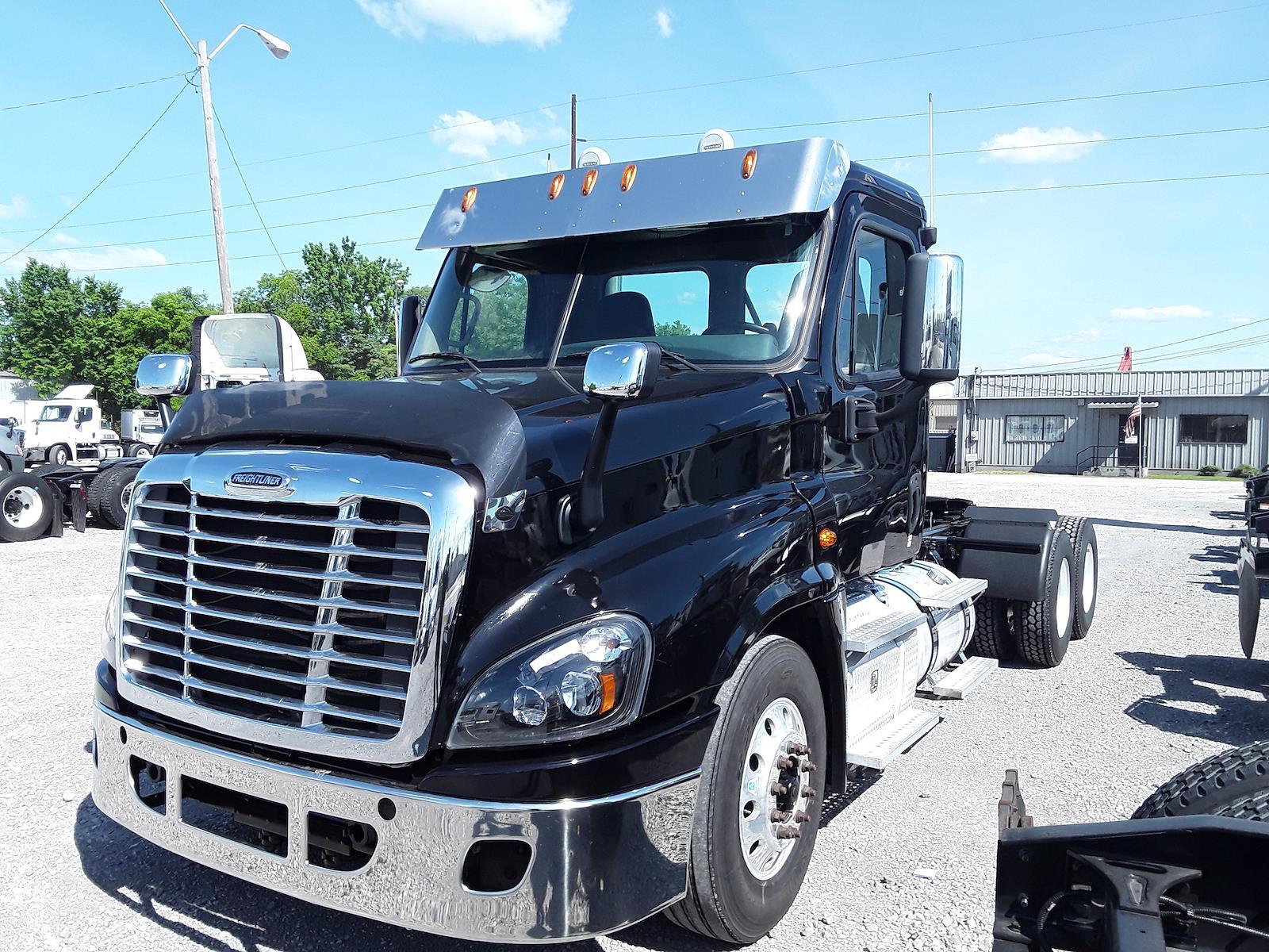 2016 Freightliner Truck 6x4, Tractor #366311 - photo 1