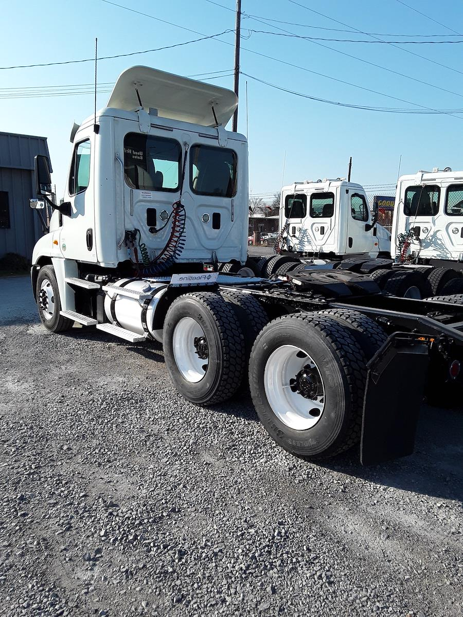 2014 Freightliner Truck, Tractor #522470 - photo 1