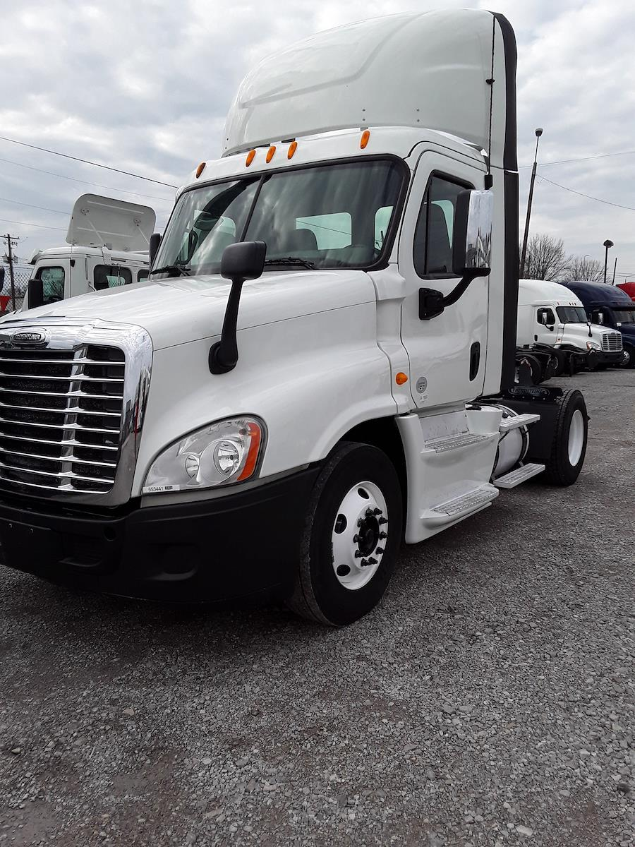 2014 Freightliner Truck 4x2, Tractor #553441 - photo 1