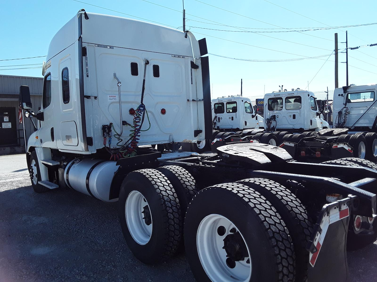 2015 Freightliner Truck, Tractor #566671 - photo 1