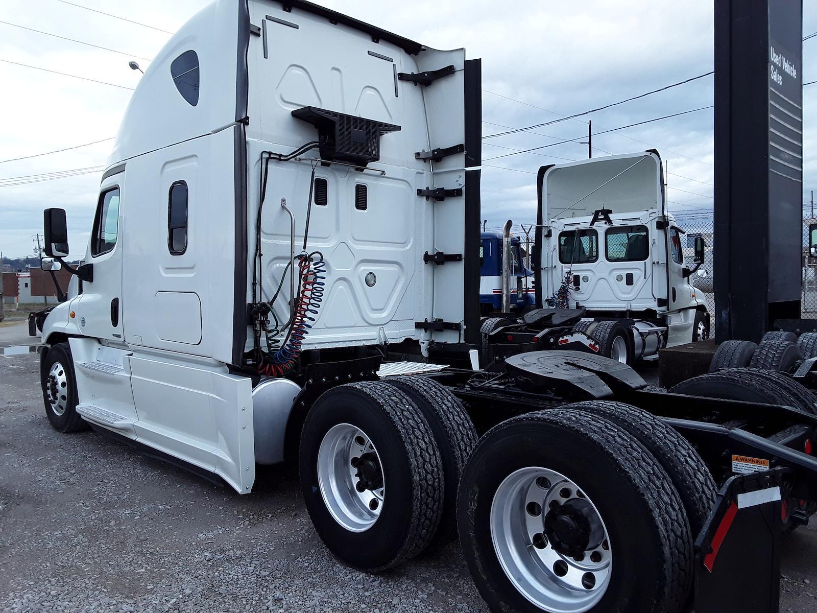2015 Freightliner Truck 6x4, Tractor #568168 - photo 1