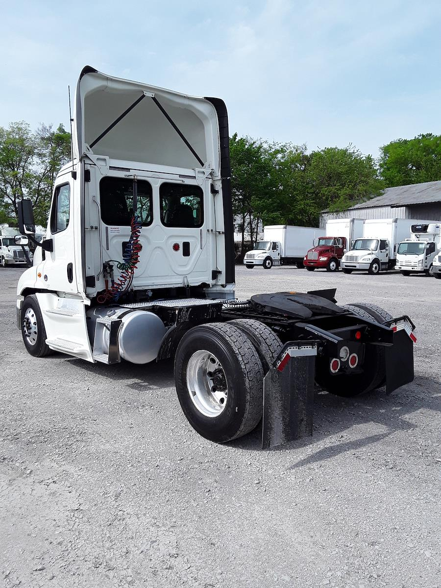 2016 Freightliner Cascadia 4x2, Tractor #660096 - photo 1