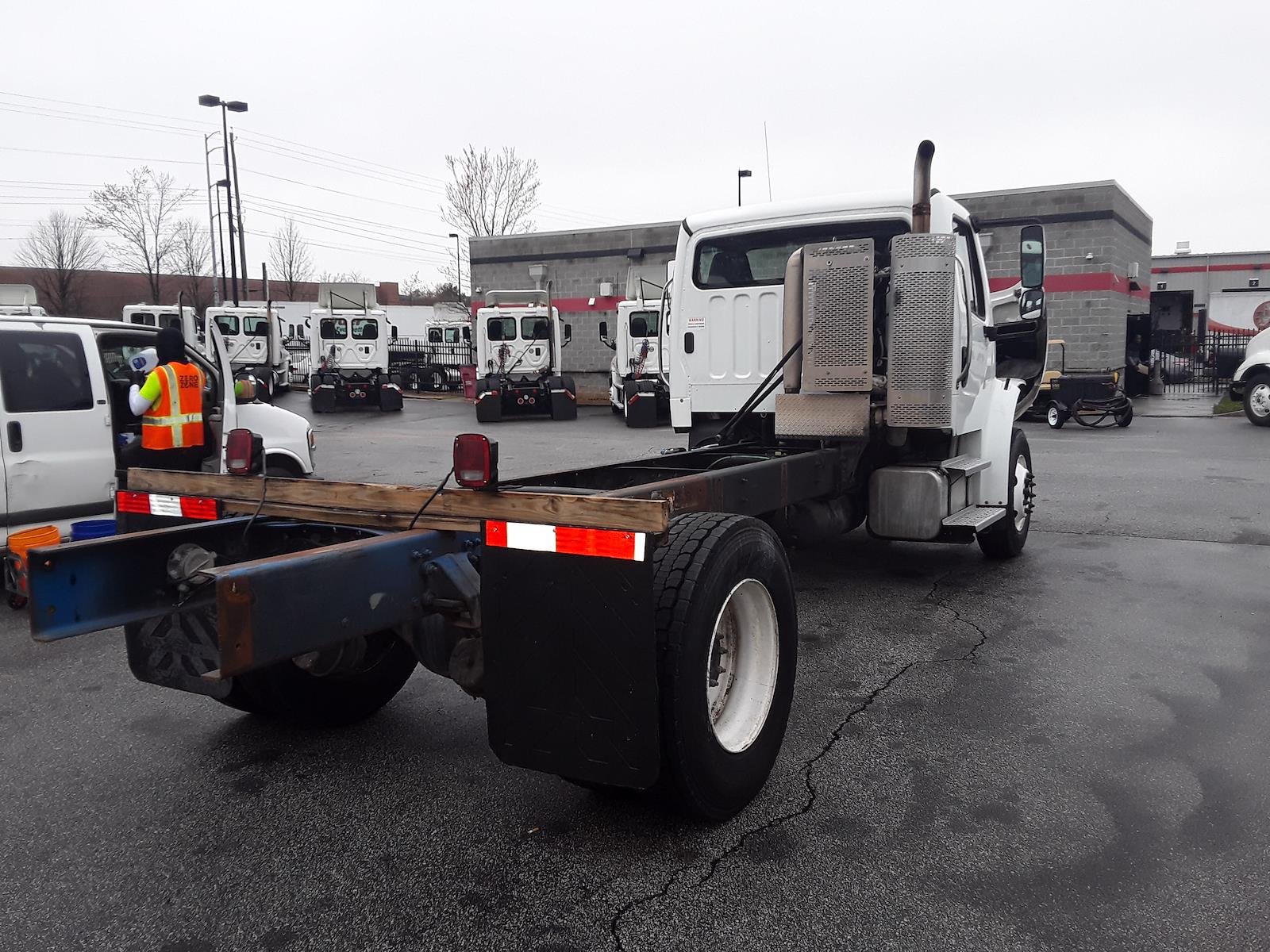 2014 Freightliner M2 106 4x2, Cab Chassis #516906 - photo 1